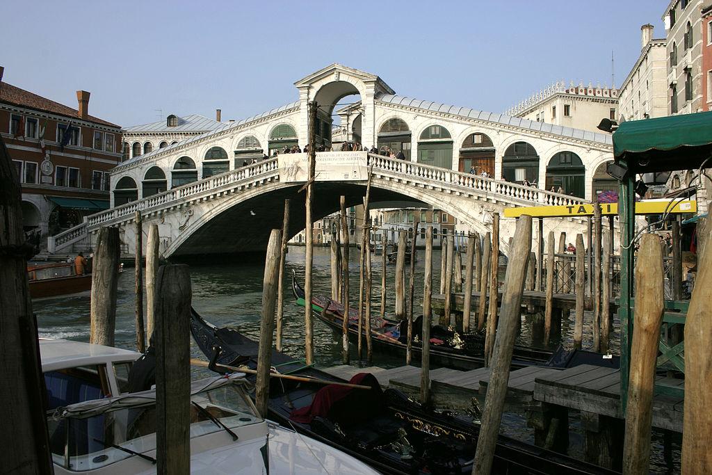 Italiensk Politi har anholdt tre mænd, som menes at ville sprænge Rialto Broen i Venedig i luften. Arkivfoto:  Foto: Nino Barbieri (CC BY-SA 2.5)