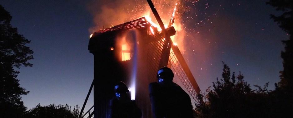 To teenagere fængslet: Sigtet for at sætte ild til gammel træmølle