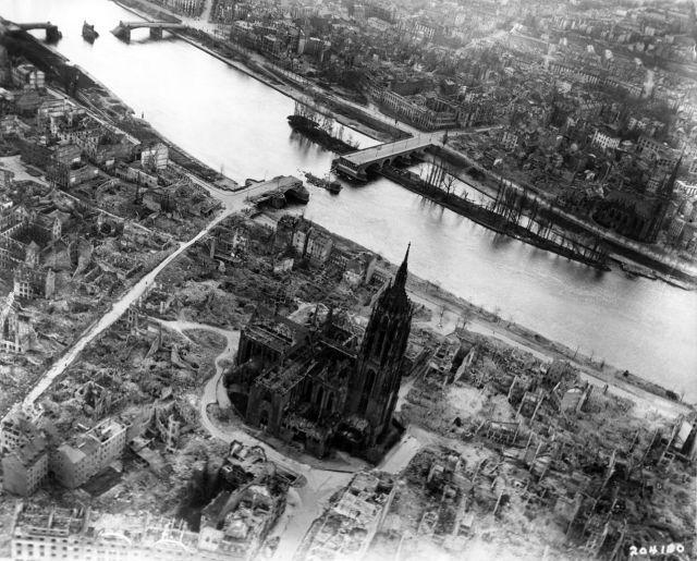 31. marts 1945. Allierede bombetogter ødelagde store del af byen. Foto: U.S. Air Force