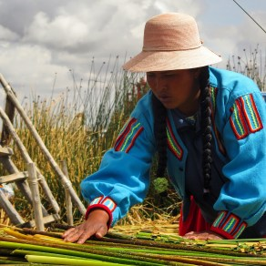 Constructing the reed islands on Uros