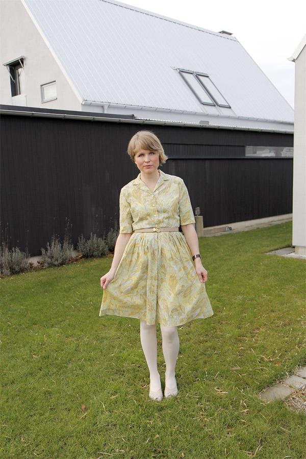 ljusgul vintageklänning
