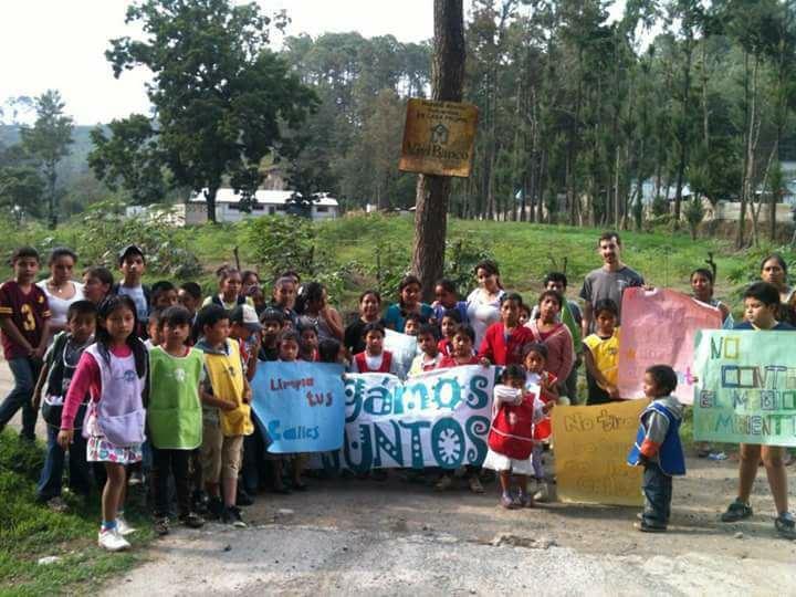 Ricardo Armas, Recolección de Basura en la Comunidad de Itzapa