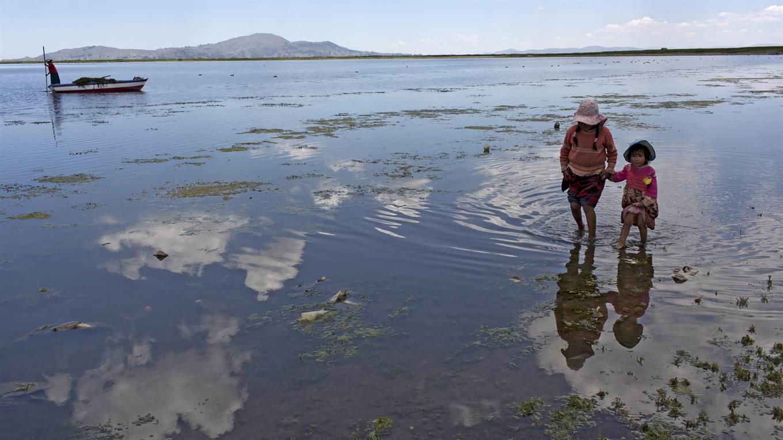 Basura en el Lago Titicaca