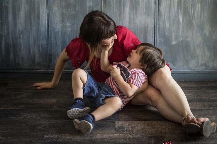 A la semana de aplicar la dieta, Pamela notó que su hijo, Manu, reconectaba. Fuente: Brando - Crédito: Vera Rosemberg