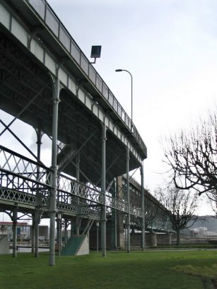 Two-level bridge, Viana do Castelo, Portugal (source: modestine.blogspot.fr)