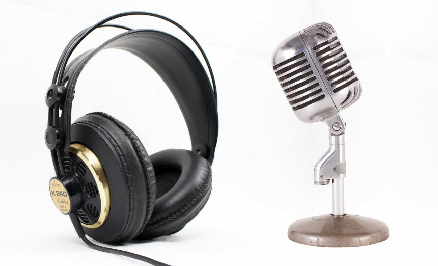 Microsoft Podcasts - Headset and Microphone.