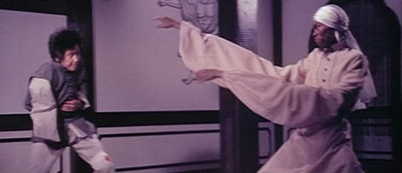 Still from Master of the Flying Guillotine (1977)