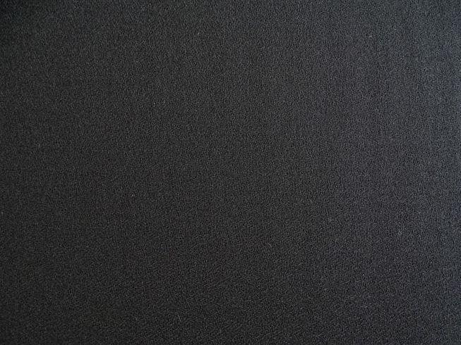 lainage-noir-souple-et-tres-fin