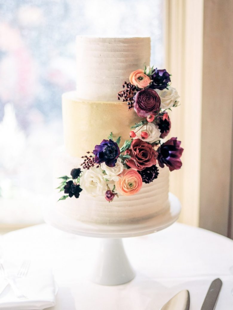 Wedding Cake Ideas That Are Delightfully Perfect   A Practical Wedding floral and metallic wedding cake