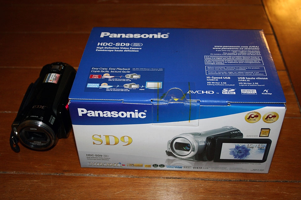 Panasonic HDC-SD9 - The Box