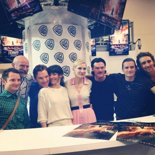 TheHobbitMovie</p> <p>The cast of #TheHobbit at #SDCC!</p> <p>