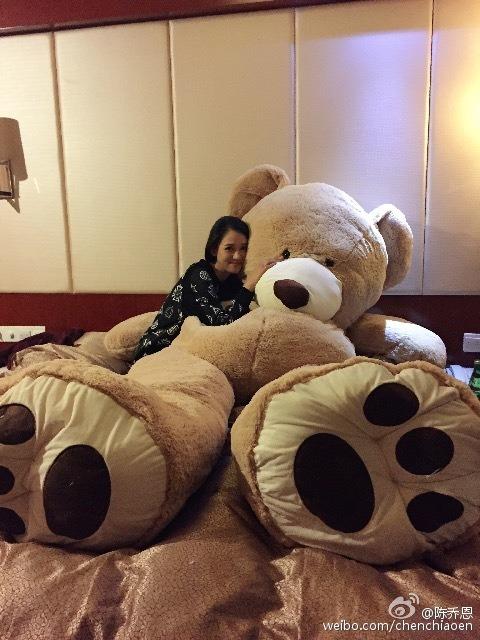 Chen Qiao'en snuggling with giant teddy bear from Kimi Qiao