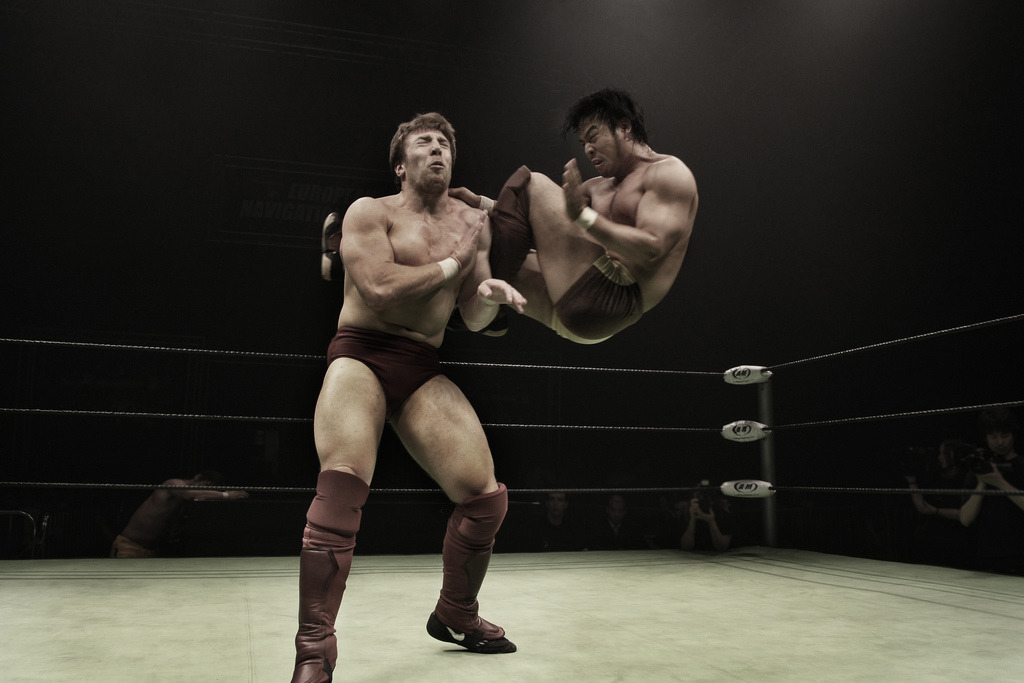 KENTA-gives-Bryan-Busaiku-Knee-Kick-England