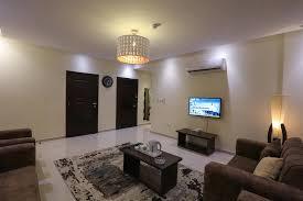 شقة ارضية فاخرة للايجار / الرابية