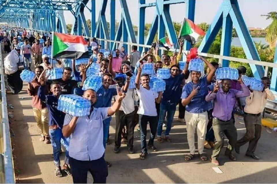 اعتصام السودان تراجع الفئات المسلحة و21 قتيل برصاص المليشيات
