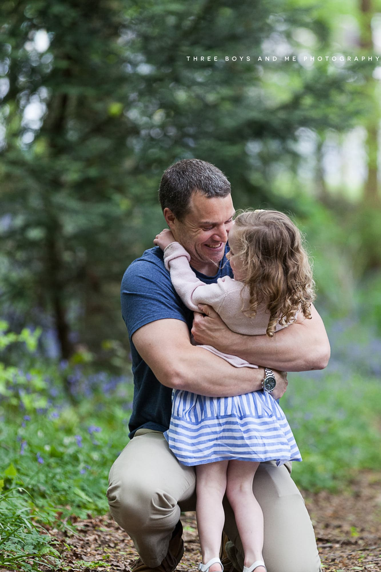 dad and daughter cuddling at their Bexley family bluebell shoot