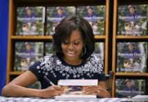 Michelle Obama book signing10