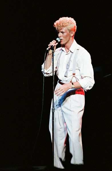 Bowie_1983_serious_moonlight