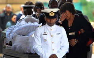Mandela Lies In State18