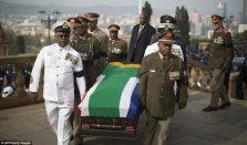 Mandela Lies In State19