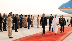 Riyadh-President Barack Obama reviews an honor guard upon his arrival in Riyadh, Saudi Arabia March 28, 2014. Photo by Reuters