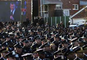 Cops turn back on Mayor de Blasio