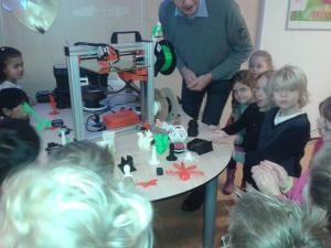 Demonstratie 3D-printer tijdens open dag OBS Delta