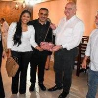 Bolsa usada por Michelle Bolsonaro foi presente da primeira-dama de Cruzeiro do Sul