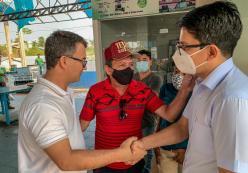 Ao lado do ex-prefeito César Messias, Jenilson Leite dialoga com a população e lideranças políticas de Cruzeiro do Sul 1