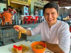 Pré-Candidato a Governo Jenilson Leite toma café no Mercado Beira Rio e ouve produtores em Cruzeiro do Sul