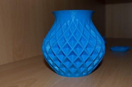 Vase (Seite die Richtung Kühler ausgerichtet war)