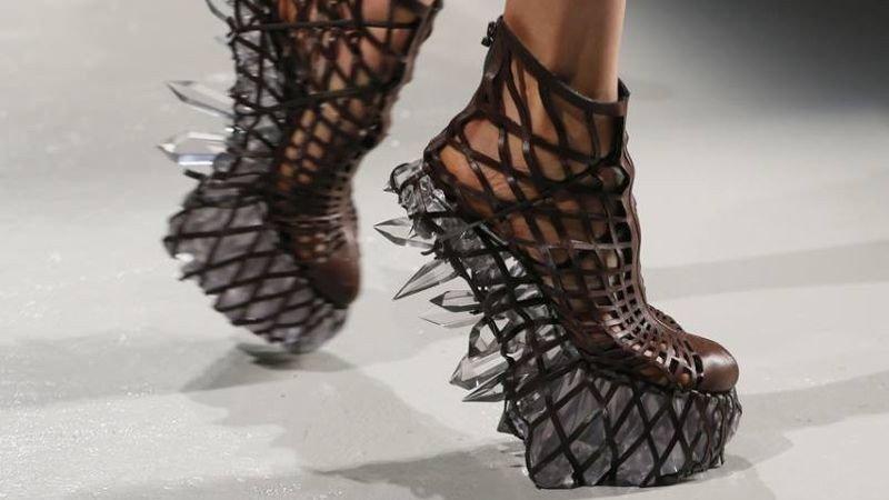 iris van herpen high fashion 3d printed shoes