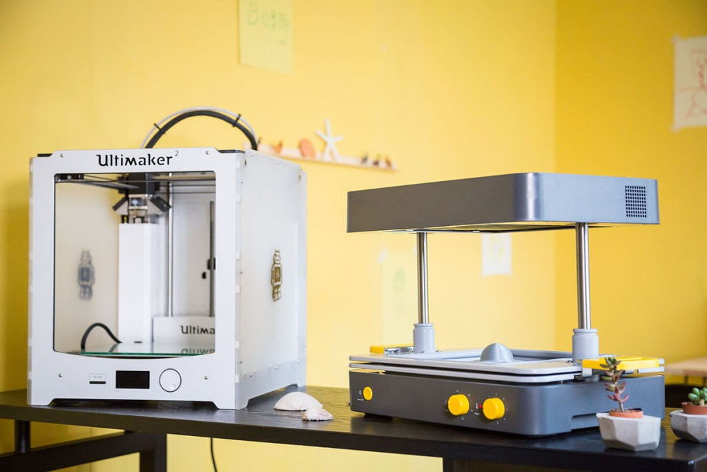 Combine an Ultimaker 3D Printer with a Mayku FormBox for optimal productivity