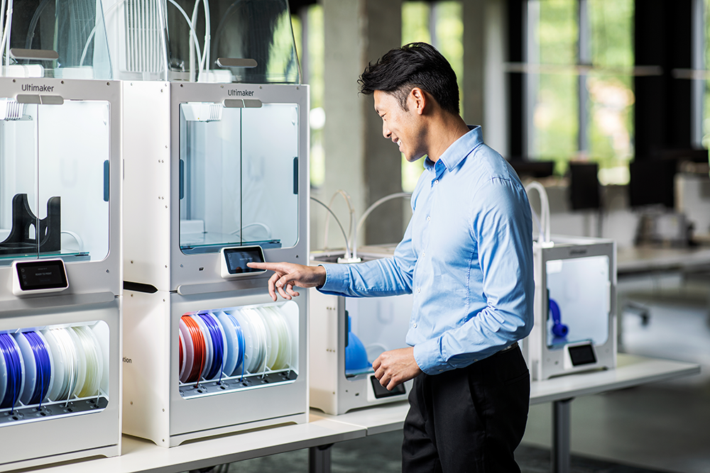 The Ultimaker S5 Pro Bundle and Material Station make it easy to create multi colored 3D prints