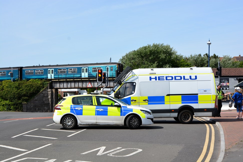 Barry Police enforce Lockdown rules and stop visitors to Barry Island