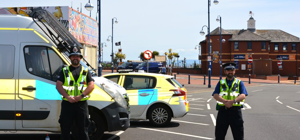 Barry Police stop visitors to Barry Island during Lockdown
