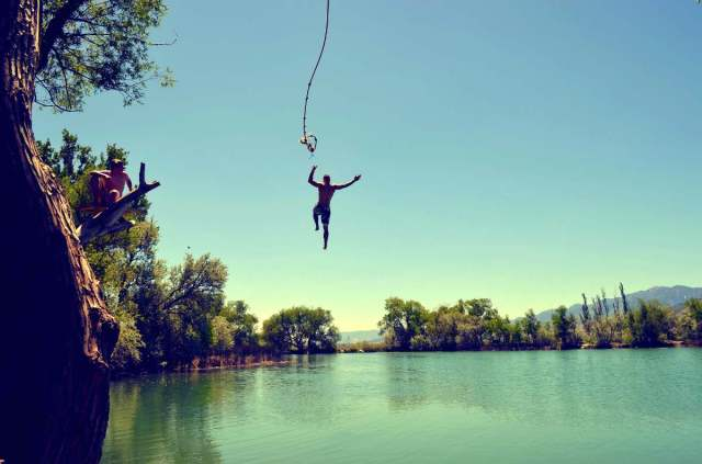 Man jump in the water | Uses for Paracord That Will Surprise You