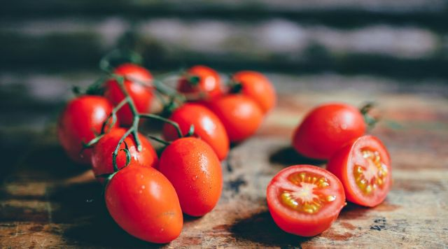 Cherry tomatoes on the vine | Ways To Remove A Splinter