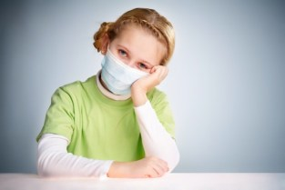 Girl protected to prevent virus Free Photo