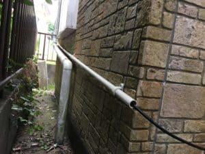 アンテナケーブルをVE管に挿入し保護する。