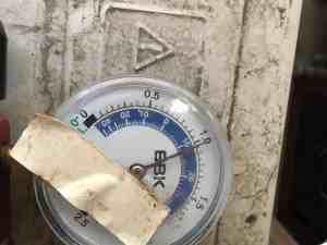 中古エアコン取り付け ガス圧を測り、問題なし。