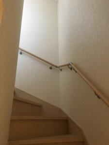 こんなところにはしごを架けます。小倉南区にて電気工事