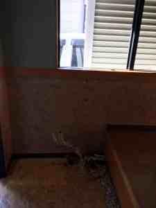 エアコンの室内側も取り外し。縦置きエアコン 運搬