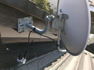 既存のBSアンテナケーブルを2分配器を使って分岐します。