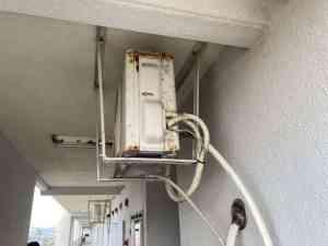 公団用エアコン室外機天吊り工事