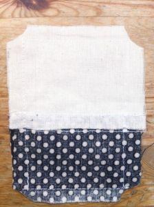 Costa el exceso de tela de la esquinas y si fuera necesario haz pequeños cortes verticales en el borde.