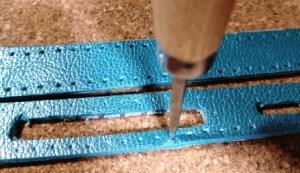 革に縫い穴をあける