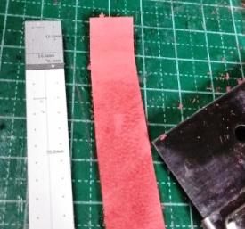 折り返し部分を薄くする 外側の革の場合