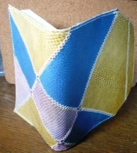パッチワークで作った革製ブックカバー