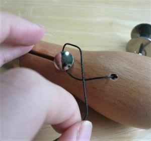 糸をひっかける